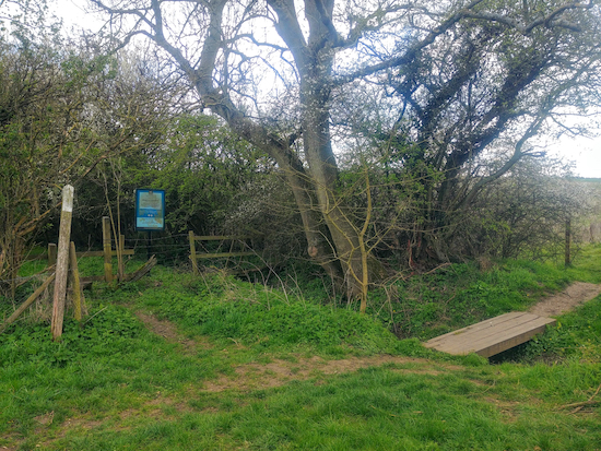 The entrance to Blagrove Common on footpath 10