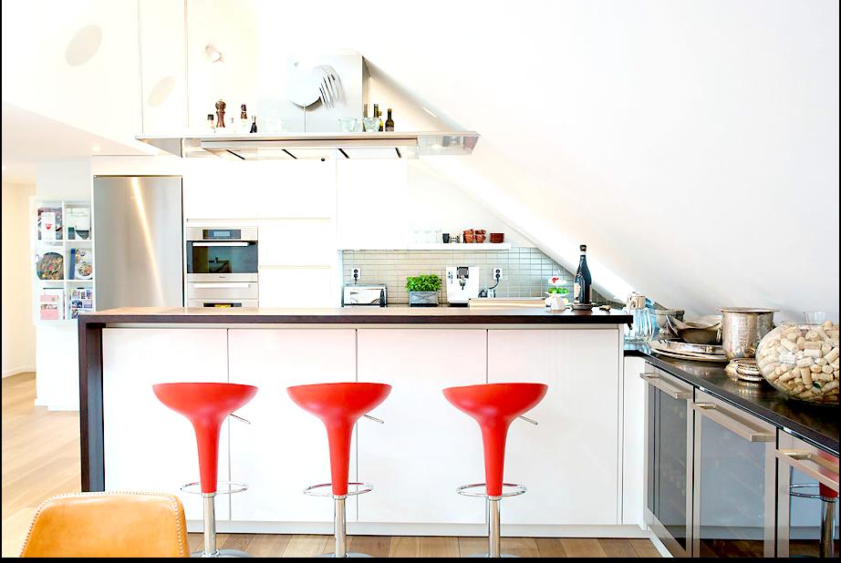 czerwone kszesła w kuchni