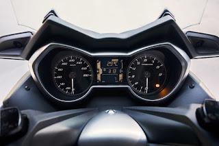 Yamaha-X-MAX-400-3