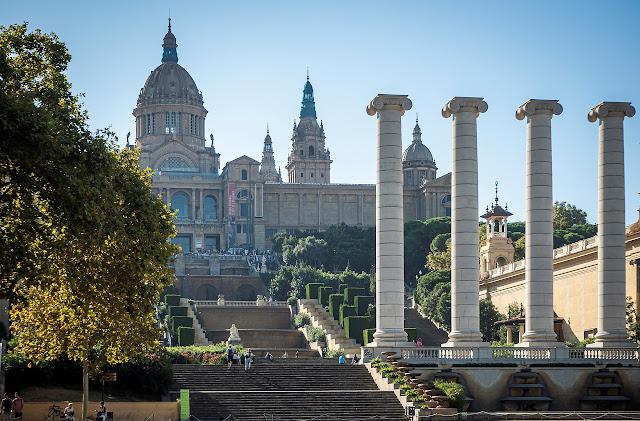 من امام المتحف الوطني للفنون في كتالونيا