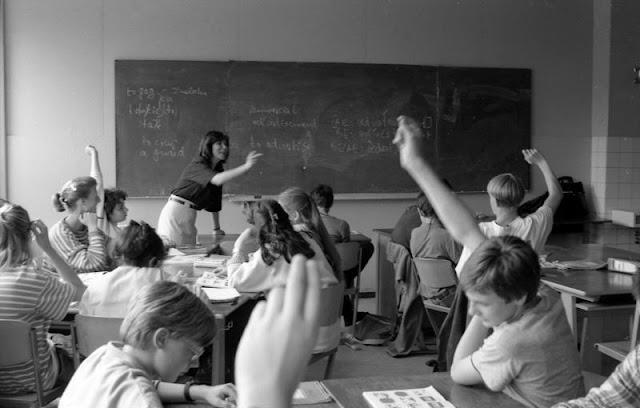 Pedagogi digital bagi orang tua dan guru