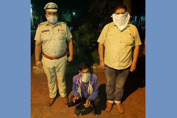 sector-7-thana-police-arrested-chor-2-mobile-cash-recovered