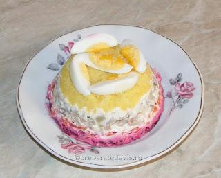 Salata ruseasca cu peste afumat retete culinare,