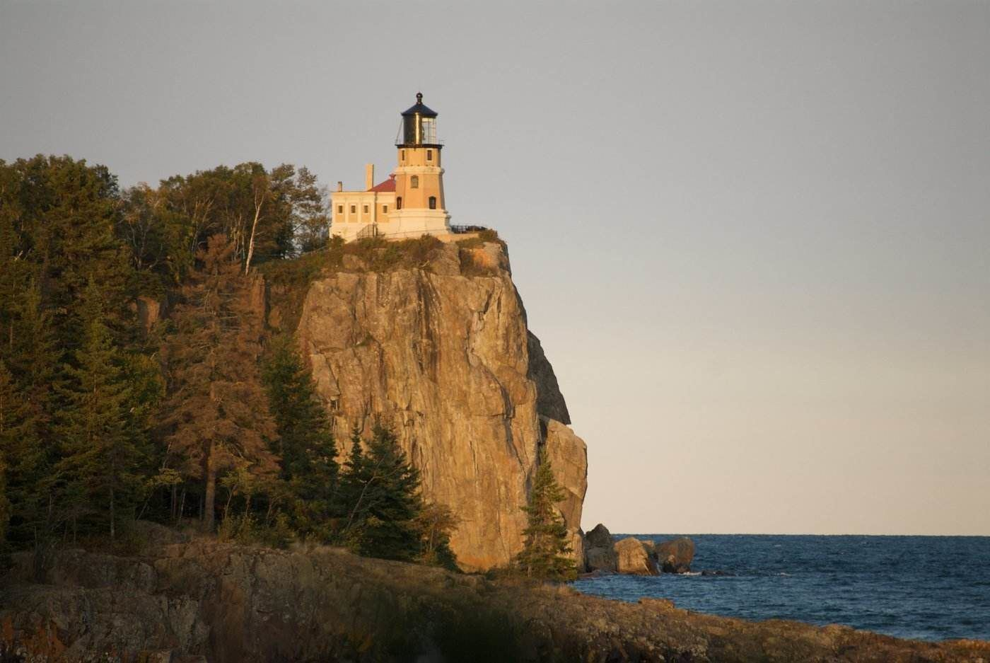 split rock lighthouse - 9 amazing lighthouses you just have to see