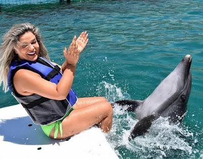 شاهد مادلين مطر بالمايوة الاخضر مع الدلافين