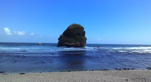 Gambar Pantai Goa Cina