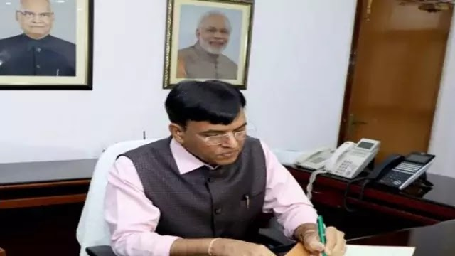 mansukh-mandaviya-takes-charge-as-union-minister-of-chemicals-fertilizers-daily-current-affairs-dose
