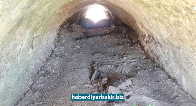 DİYARBAKIR-Diyarbakır Valiliği, Bismil ilçesine bağlı Alibey köyü mevkiinde menfeze yerleştirilen bombanın tespit edilmesine müteakip imha edildiği duyurdu.
