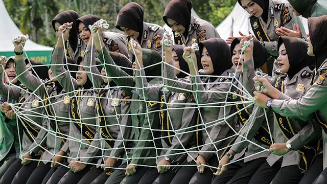 """Exhortan a Indonesia a dejar de practicar """"pruebas de virginidad"""" a las aspirantes a oficiales"""