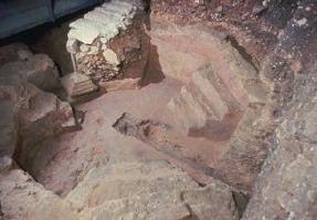 Piscina baptismal s.IV de la primitiva construcció paleocristiana