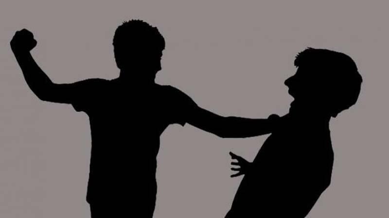 Gegara Saling Melirik, Anggota DPRD Baku Pukul Dengan Warga