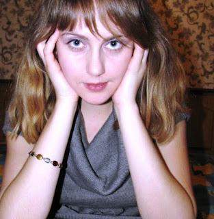 Tânăra soție rusă își desfășoară corpul