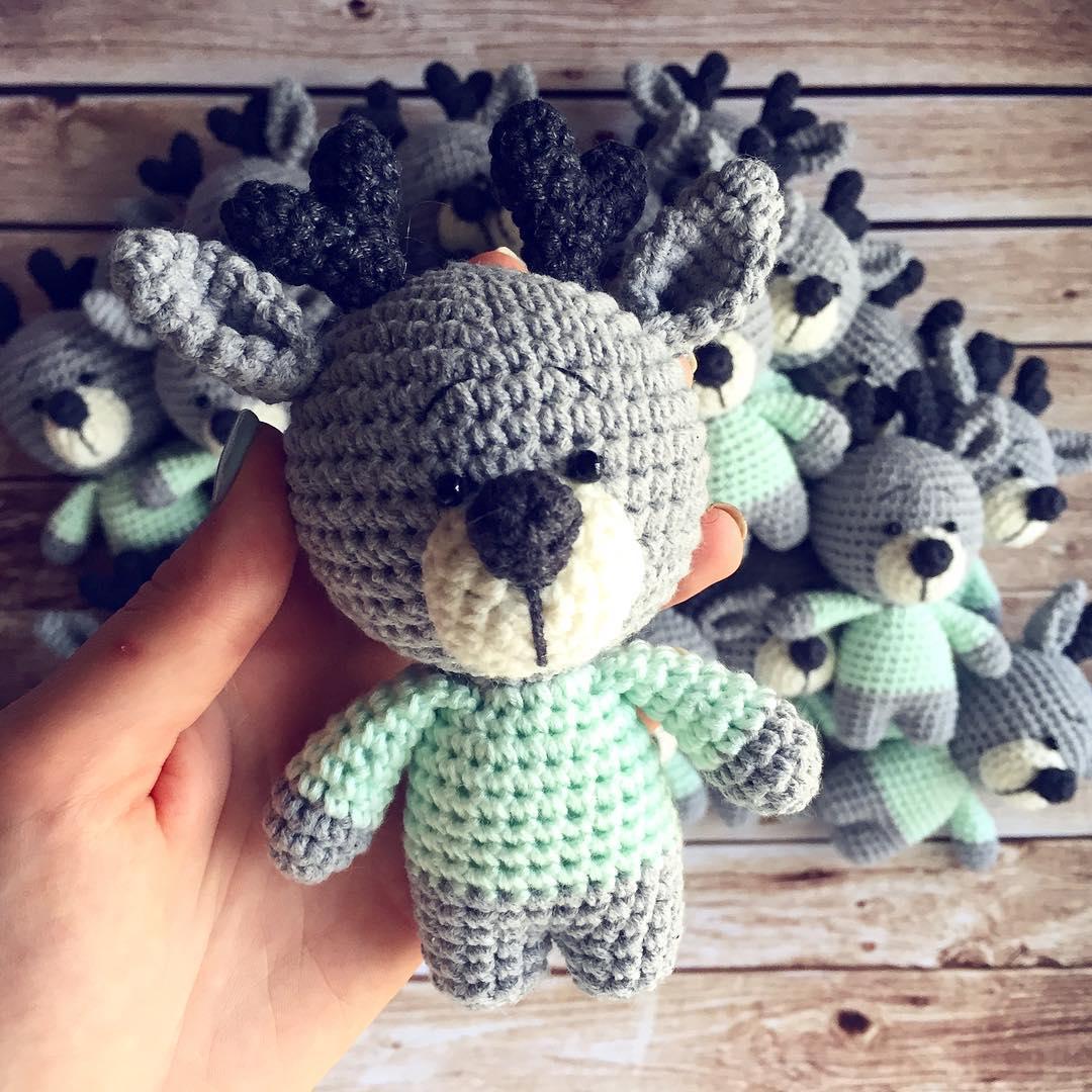 Crochet reindeer amigurumi toy