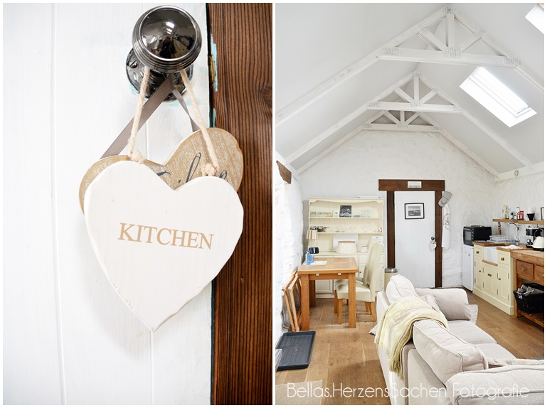 Küche von weißem Cottage
