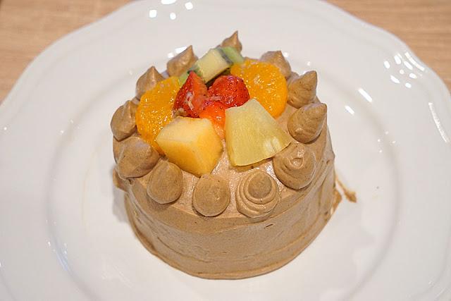 DSC06071 - 熱血採訪│台中美食亞尼克台中旗艦店,繽紛鮮果生乳捲新上市,還有自助DIY手作蛋糕體驗