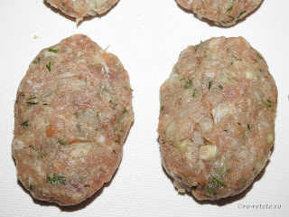 Parjoale reteta de casa cu carne tocata de porc ceapa usturoi paine sare piper boia marar retete culinare chiftele chiftelute tocaturi,
