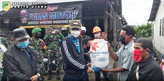 Pemkab Barito Utara Menyerahkan Bantuan kepada Warga Terdampak Banjir di 9 Kecamatan, 10 Kelurahan dan 74 Desa