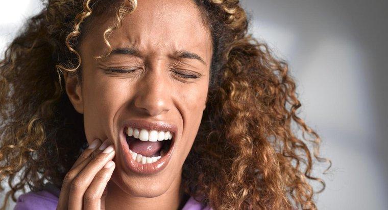 ¿Por qué los dolores de muelas duelen más por la noche?