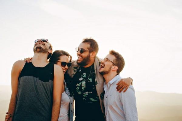 4 Hal yang Harus Dihindari Saat Punya Pacar, Supaya Gak Dijauhi Teman!