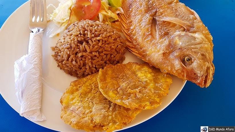 Almoço na Playa Blanca na Isla Baru - Diário de bordo: 4 dias em Cartagena