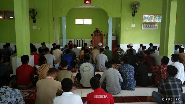 Dandim 1424/Sinjai Sholat Jum'at Bersama Warga di Lokasi TMMD Bulupoddo