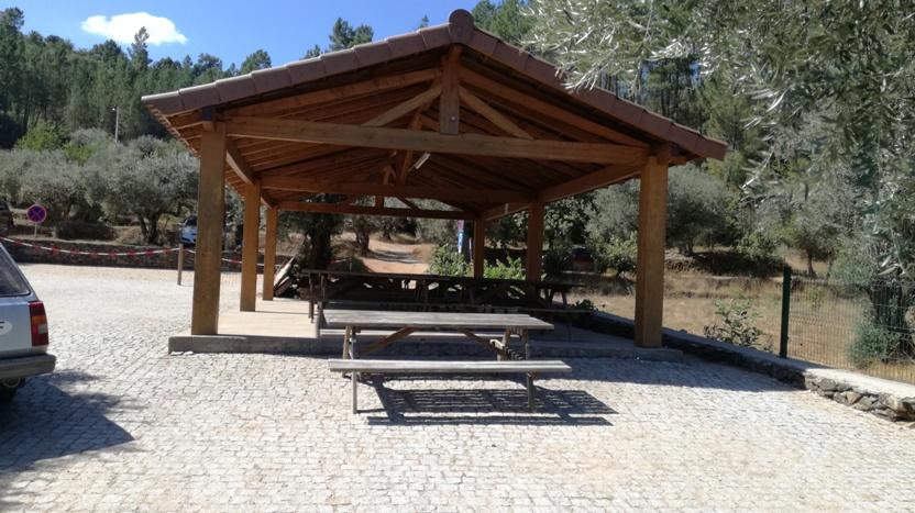 Parque de Merendas de Lavacolhos coberto