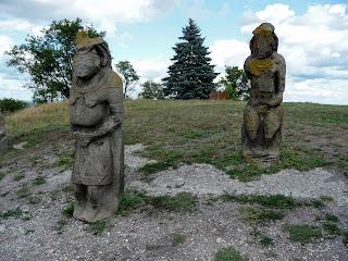 Изюм. Гора Кременец (Кремянец). Половецкие каменные статуи