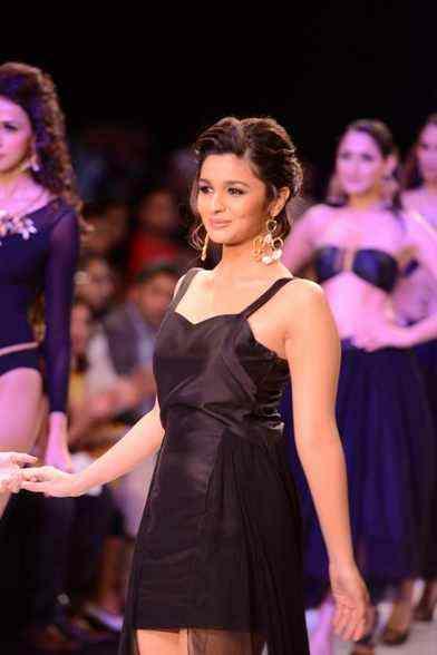 Bollywood Young and Hot Alia Bhatt Ramp Walk At India Bridal Fashion Week 2013 - Actress Album