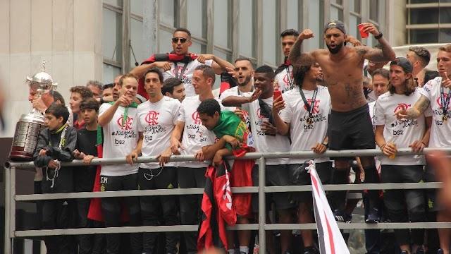 Sem jogar, Flamengo é campeão brasileiro 23 horas após vencer Libertadores