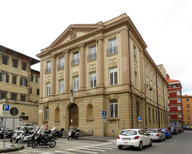This building was once the liceo scientifico Federigo Enriques (Federigo Enriques science high school), Piazza Vigo, Livorno