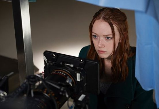 Amybeth McNulty doing acting in front of camera