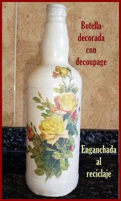 Botella reciclada decorada con decoupage