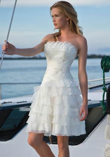 e0c256f32b1f Αυτό που θέλουμε να πετύχουμε φέτος με τη συλλογή μας από νυφικά φορέματα  για πολιτικό γάμο είναι να ντύσουμε τις νυφούλες μας με ιδιαίτερα ρούχα που  δεν θα ...