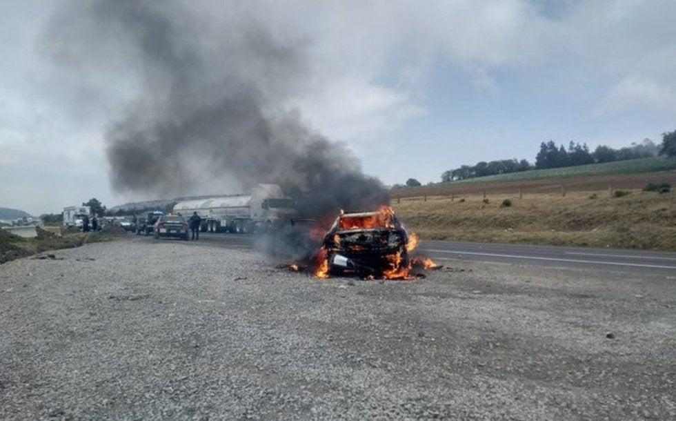 Grupo de huachicoleros de San José Cuyachapa, agreden a miembro de Guardia Nacional e incendian patrulla en Puebla