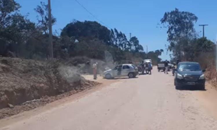 Batida entre carro e moto deixa um ferido na zona rural de Seabra