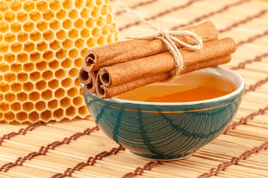 Chá com infusão de canela e mel