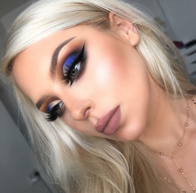 maquillaje de ojos sombras azules de día