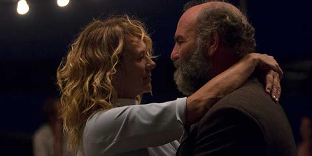 Emma Suárez y Akilas Karafisis en 'Una Ventana al mar'