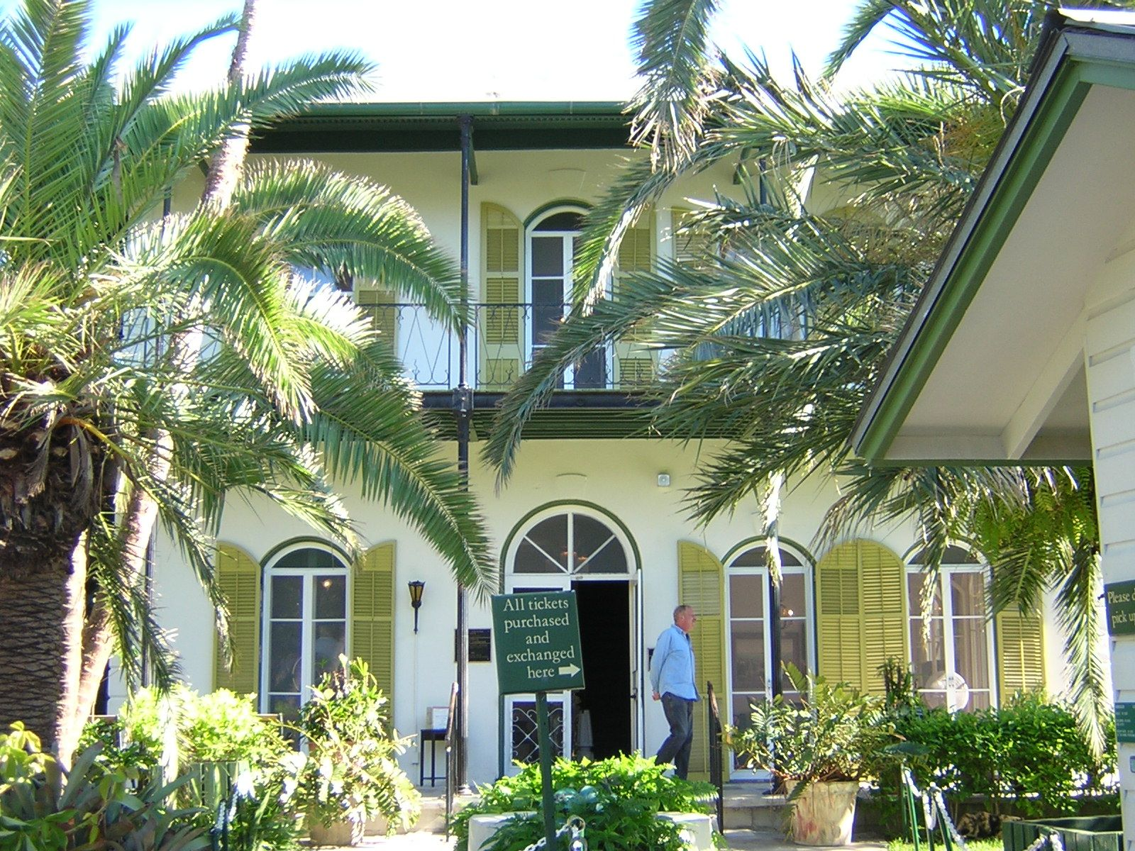 THE BIG CARNIVAL In Key West the Hemingway Home Battles the Feds over Cats