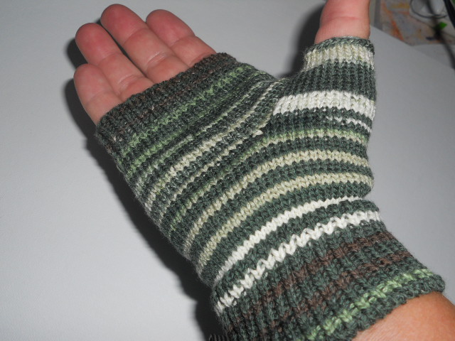 Knitting Off The Grid: Fingerless Mitts on a Circular Sock ...