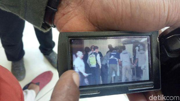 Mencekam, 4 Mobil Ambulan Membawa 6 Kantong Mayat dari Mako Brimob Masuk ke RS. Polri,