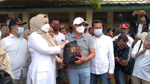 DPP Gerindra Bersama DPR Salurkan Bantuan di Kabupaten Bekasi dan Karawang