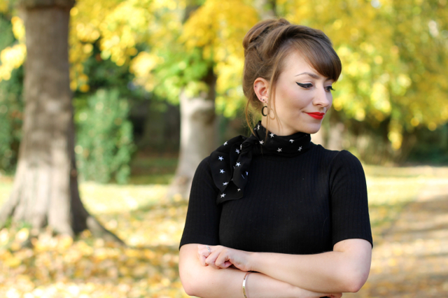 Autumnal vintage outfit with neck scarf and high neck jumper