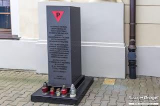 Pomnik 14 czerwca 1940 przy Dworcu PKP