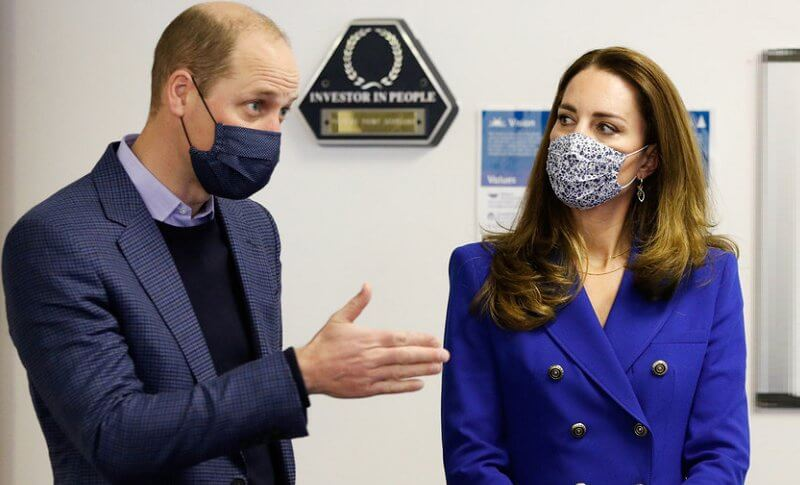 Kate Middleton wore a cobalt tailored double breasted blazer from Zara, and cobalt blue pleated midi skirt from Zara