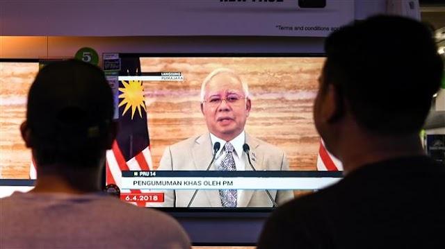 Malaysia's Prime Minister Najib Razak  dissolves parliament, is accused of 'dirty tricks'