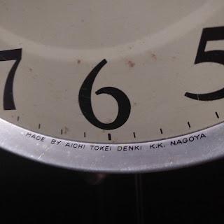 Số lượng đồng hồ treo tường còn lại của hãng này cũng không còn nhiều , giá cũng không hề rẻ