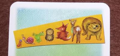 大きさくらべ カード上部(アリ<カタツムリ<カエル<ハリネズミ<キツネ<シカ<クマ)