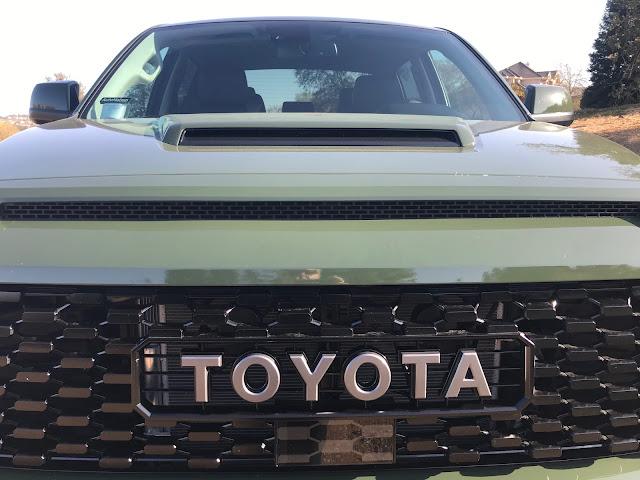 Hood scoop on 2020 Toyota Tundra TRD Pro CrewMax