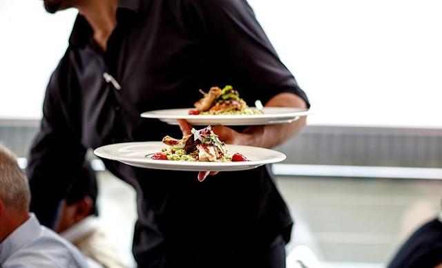 Παραλιακή ταβέρνα στο Τολό Αργολίδας ζητάει σερβιτόρο